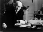 И.Б. Зингер за письменным столом